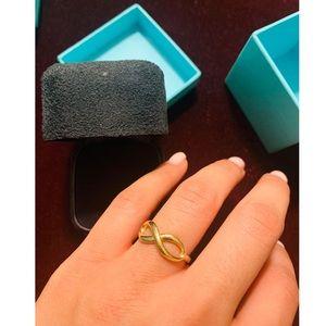 Tiffany & Co. 18k yellow gold infinity ring